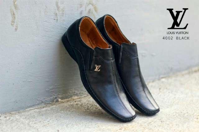 Sepatu Louis Vuitton Kulit Asli - Daftar Harga Terlengkap Indonesia ba744d9ede